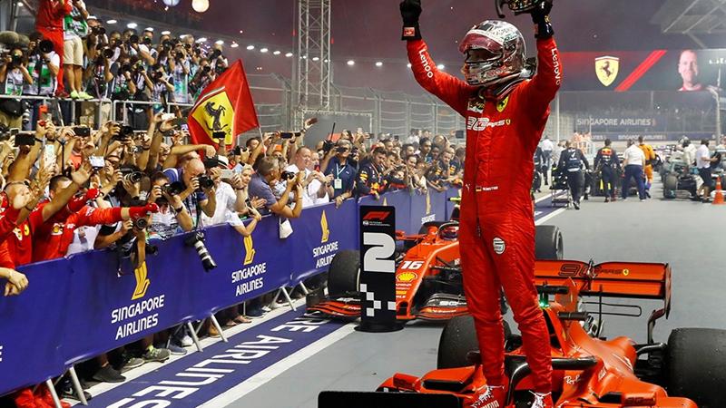 Dublă pentru Ferrari la Marina Bay. Vettel la prima victorie după mai bine de unan.