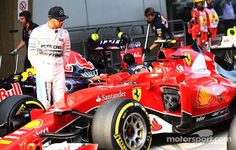 "Gazzetta dello Sport anunță:""Pilotul echipei Mercedes, Lewis Hamilton, a fost contactat deFerrari;"